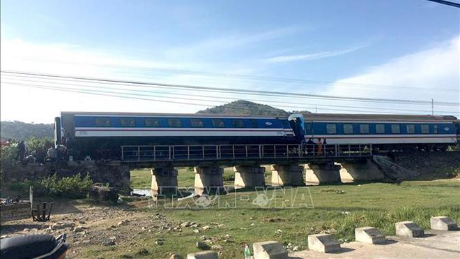 Khẩn trương điều tra nguyên nhân tàu SE1 bị trật bánh tại Bình Thuận