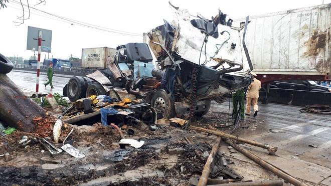 Tai nạn giao thông liên hoàn làm tám người thương vong