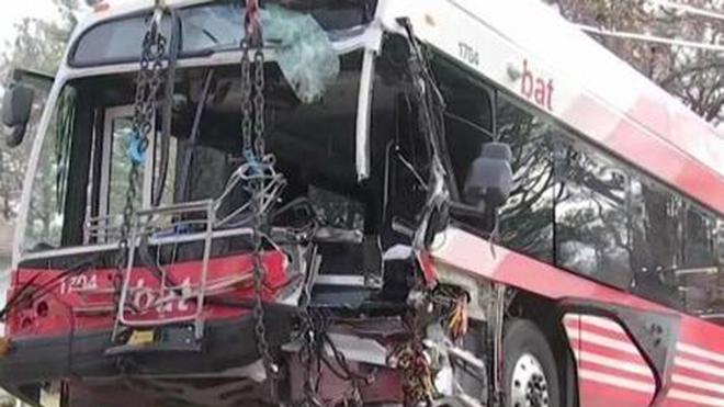 Tai nạn xe buýt chở sinh viên tại Mexico, 8 người chết, hơn 10 người bị thương