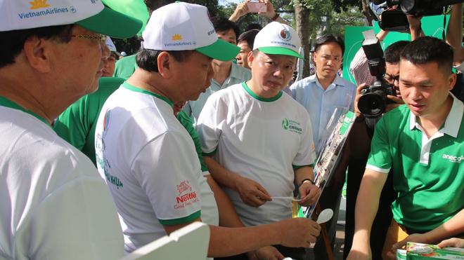 Thủ tướng Nguyễn Xuân Phúc phát động Lễ ra quân toàn quốc phong trào chống rác thải nhựa