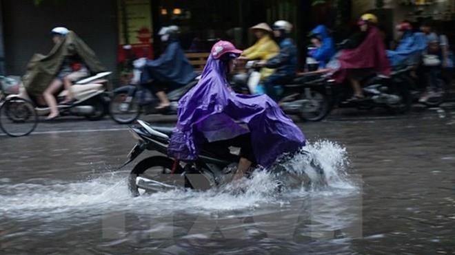 Đêm 18/6, cả nước đều có mưa và dông, đề phòng khả năng xảy ra lốc, sét và gió giật mạnh