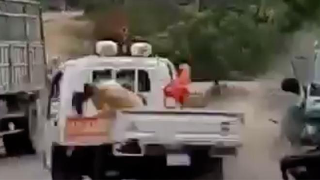 Gia Lai: Lái xe chở gỗ đâm vào xe cảnh sát giao thông dương tính với ma túy