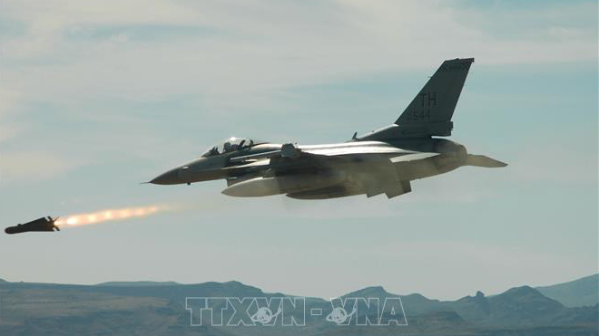 Trung Quốc cảnh báo các công ty Mỹ liên quan thương vụ bán máy bay chiến đấu cho Đài Loan