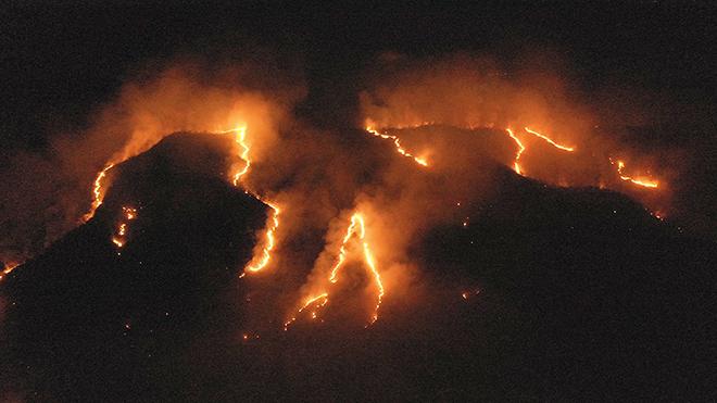 Hàng trăm đám cháy mới tại rừng Amazon ở Brazil