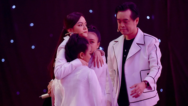 Phạm Quỳnh Anh và hành động khiến một 'xưởng' khóc trong hậu trường The Voice Kids