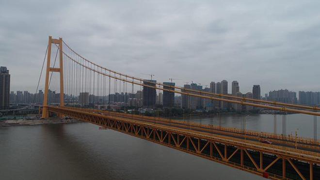 Cầu treo hai tầng dài nhất thế giới chính thức đi vào hoạt động