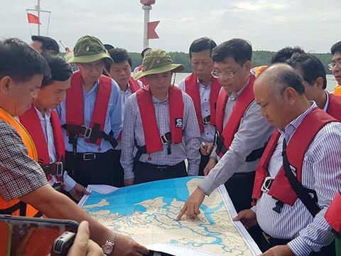 Vụ chìm tàu trên sông Lòng Tàu: Tập trung hút khẩn cấp 150 tấn dầu ra khỏi tàu, khống chế không để dầu loang ảnh hưởng đến môi trường