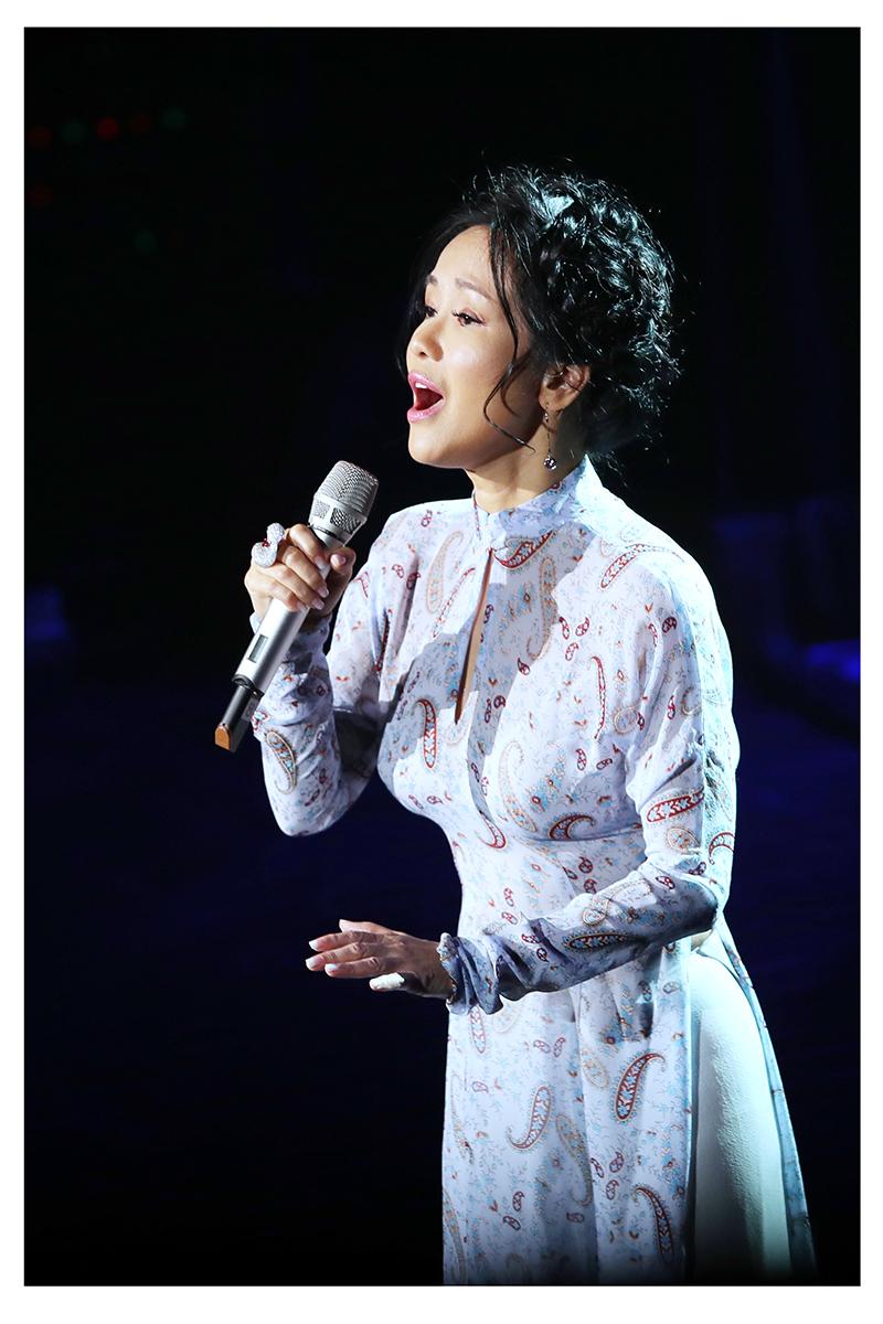 Hồng Nhung, Live show Nguyễn Vĩnh Tiến, Đêm nhạc Nguyễn Vĩnh Tiến, Thanh Lam, Hồng Nhung, Hoàng Quyên, Đinh Mạnh Ninh, Thái Thùy Linh