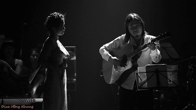 Hồng Nhung khóc khi hát 'Thư Hà Nội' của Nguyễn Vĩnh Tiến