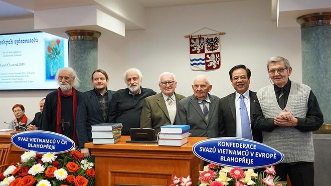 Bộ Đại từ điển Giáo khoa Séc-Việt nhận Giải thưởng Văn học 2019 của Hội Nhà văn Séc