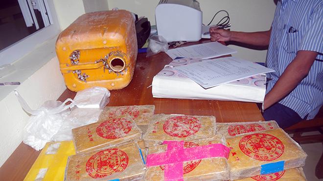 Bộ đội Biên phòng Quảng Nam thu giữ nhiều bánh ma túy trôi dạt vào bờ biển
