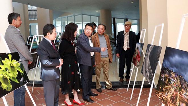 Festival Hoa Đà Lạt: Triển lãm ảnh nghệ thuật 'Đà Lạt đổi mới và phát triển'