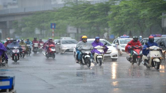 Dự báo thời tiết: Bắc Bộ nhiệt độ giảm dần, Trung Bộ và Nam Bộ mưa dông