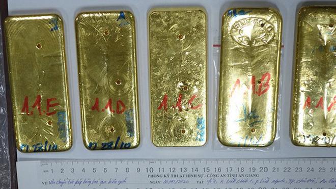 Vụ buôn lậu 51kg vàng qua biên giới: Khởi tố, truy nã bổ sung thêm 2 đối tượng; khám xét 15 địa điểm liên quan