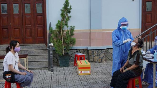 TP. Hồ Chí Minh xét nghiệm diện rộng để chặn chuỗi lây nhiễm Covid-19