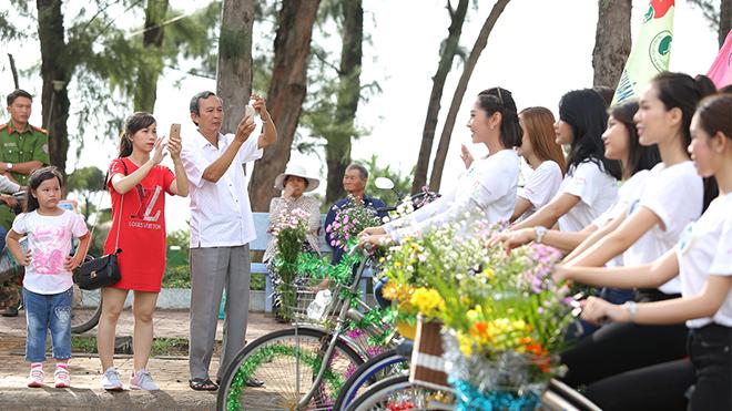 Những cô gái đẹp nhất Hoa hậu Đại dương 'náo động' phố biển Phan Thiết