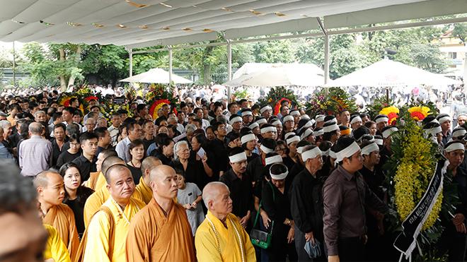 Hàng ngàn học sinh, cựu học sinh tiễn biệt Thầy Văn Như Cương