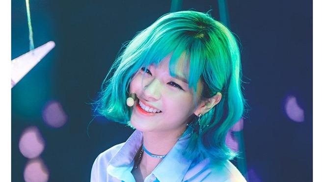 kpop, thần tượng nhuộm tóc xanh, BTS, red velvet, twice, TXT, IU