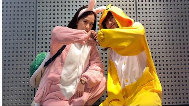 Jisoo và Lisa Blackpink siêu đáng yêu khi diện đồ thú bông tại sân bay