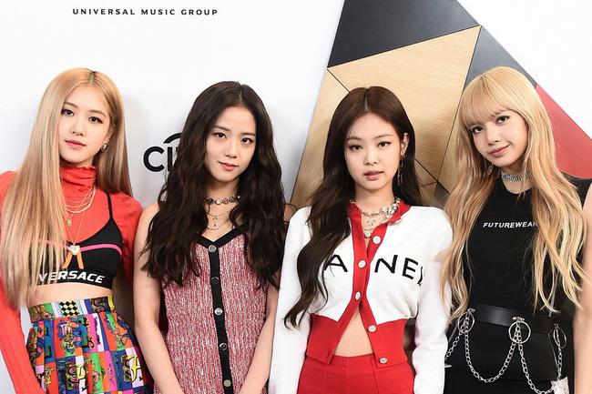 Blackpink, Jennie, Jisoo, Rosé, Lisa, quà năm mới từ Blackpink, túi hàng hiệu, Prada