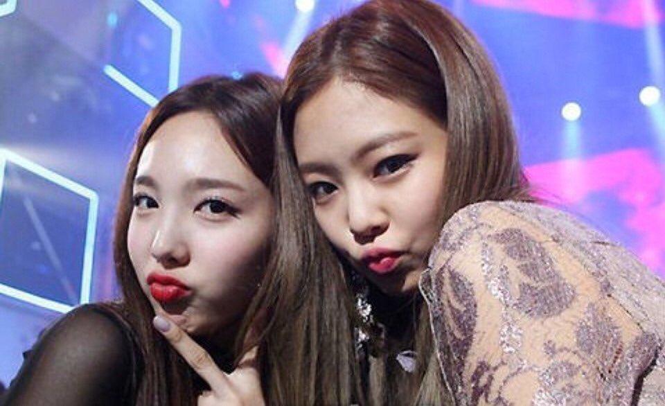 Blackpink,Twice, Jennie, Nayeon, Lisa, Jisoo, Rosé, Momo, Mina, tình bạn blackpink twice