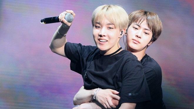 BTS: Những lần Jin và J-Hope khiến ARMY xúc động trước tình anh em thân thiết