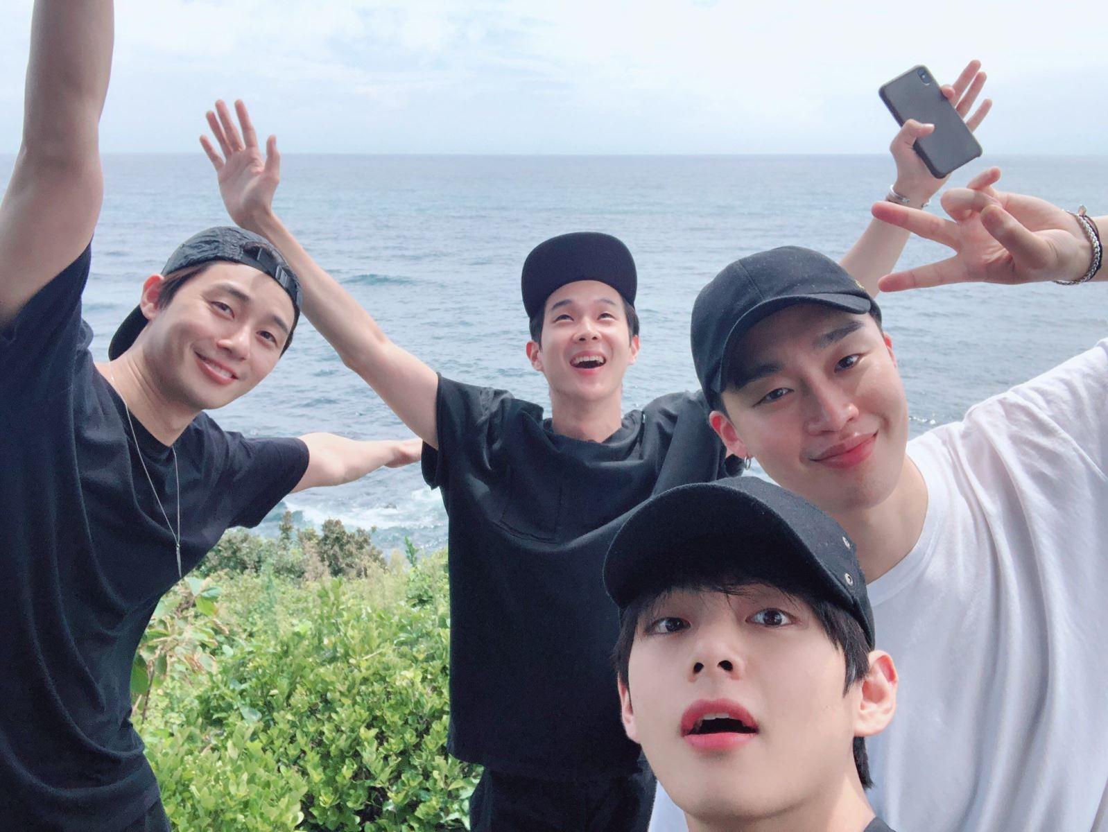 BTS, V, V BTS, Park Seo Joon, Choi Woo Shik, Park Hyung Sik, rapper Peakboy, wooga, anh em wooga, wooga squad