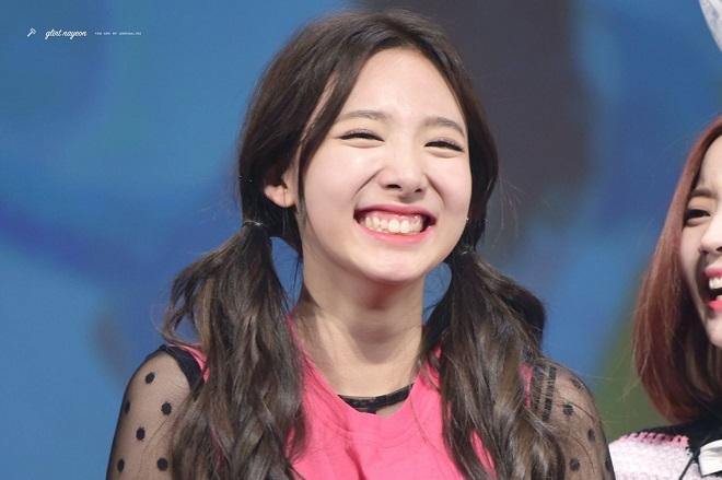 Nayeon, Twice, Nayeon Twice, nayeon cute, nayeon gif, thỏ nayeon, twice 2020