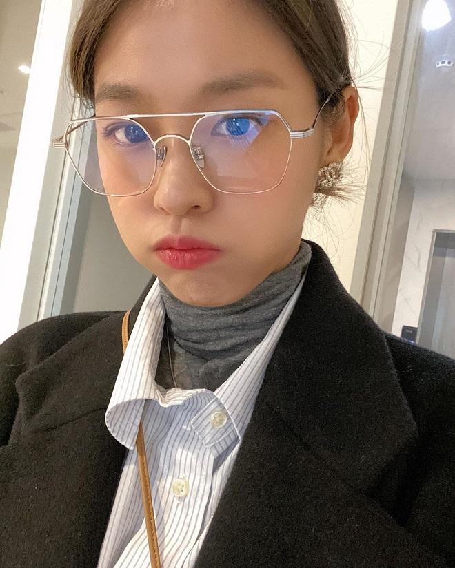 Blackpink, Twice, Lisa, Red Velvet, Loona, ảnh selfie sao Kpop, Lisa instagram, t-ara, hyuna, sao nữ Kpop, joy, ảnh selca kpop, seoljuyn, aoa