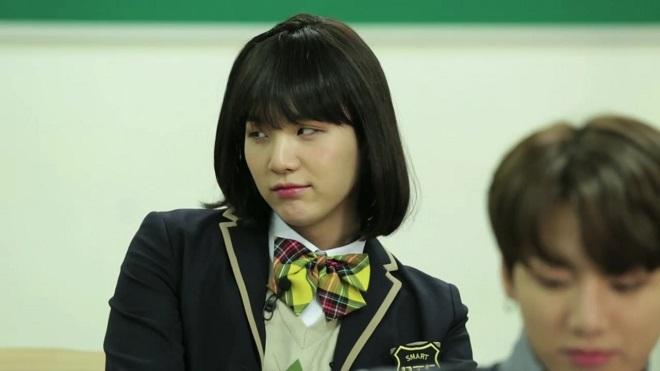 Top 5 bộ trang phục xấu hổ nhất Suga BTS, suga, suga bts, bts 2020, bts hài hước, bts funny, bts suga funny, min yoonji