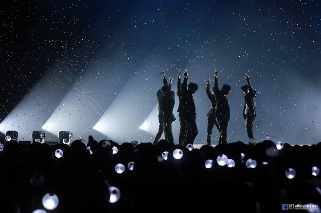 bts, bts 2020, Jin, jungkook, jimin, rm, v, suga, j-hope, army bomb, sân khấu của BTS, bts concert, bts gif, bts video