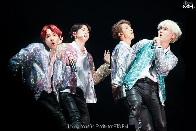 BTS, Jin, Jimin, Jungkook, RM, Suga, V, J-Hope, maknae BTS, BTS 2020, bts hài hước, BTS gif, BTS ảnh đẹp, BTS huyng line, vkookmin