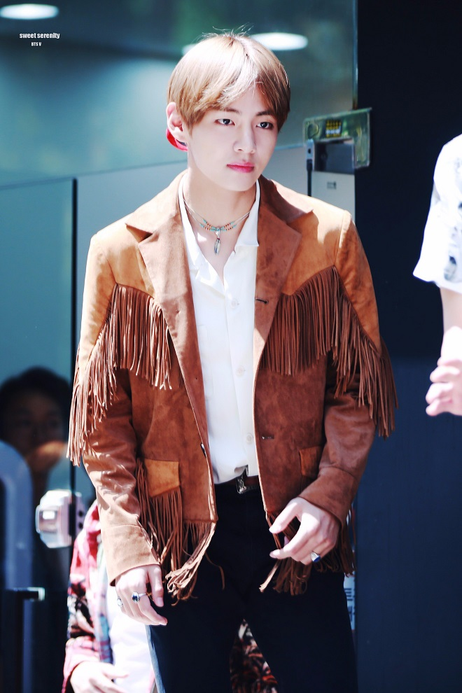 BTS, V, Jin, Jimin, thời trang BTS, bóc giá quần áo BTS, bts 2020, thời trang của V, v bts fashion, v bts mặc đồ hàng hiệu