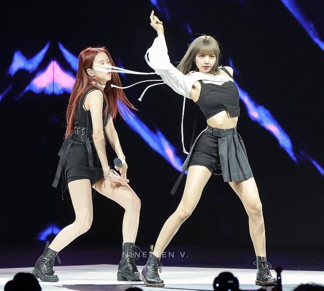 Blackpink,  Blackpinks ự cố trang phục, Blackpink bangkok, Lisa trang phục, jennie, jisoo, rosé, blackpink 2020, blackpink gif, blackpink trang phục biểu diễn
