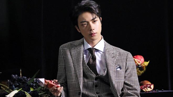Không kém cạnh V BTS, 'Moon' của Jin cũng đạt mốc lịch sử với hạng 1 iTunes của 100 quốc gia