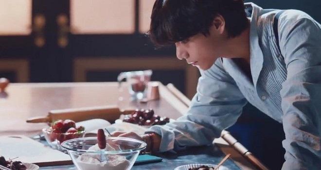 V, BTS, BTS Samsung, quảng cáo BTS, BTS 2020, BTS quảng cáo samsung, v bts, video bts, ảnh bts, v hóa thợ bánh, vẻ đẹp của v BTS