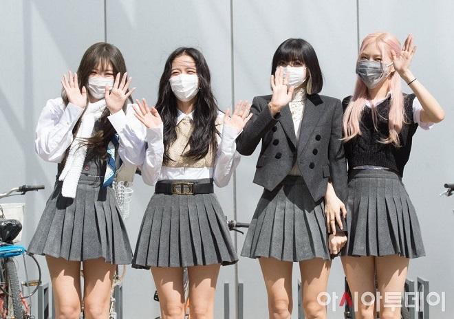 Blackpink, Jennie, Lisa, Jisoo, Rosé, Bóc giác trang phục Blackpink, Blackpink 2020, Blackpink đồng phục nữ sinh, Blackpink ảnh, Blackpink knowing Bros, Blackpink ảnh đẹp