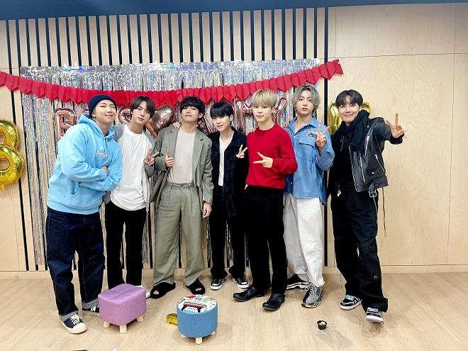 BTS, Jungkook, V, Jimin, RM,J-Hope, Suga, Jin, BTS 2021, BTS BE, BTS album mới, BTS video, BTS ảnh đẹp, BTS Life Goes On, BTS  Army, thông điệp của BTS, BTS tin tức