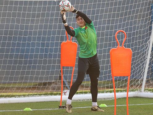 Cựu tuyển thủ Võ Văn Hạnh: 'Văn Lâm đủ năng lực để cạnh tranh ở Nhật Bản'