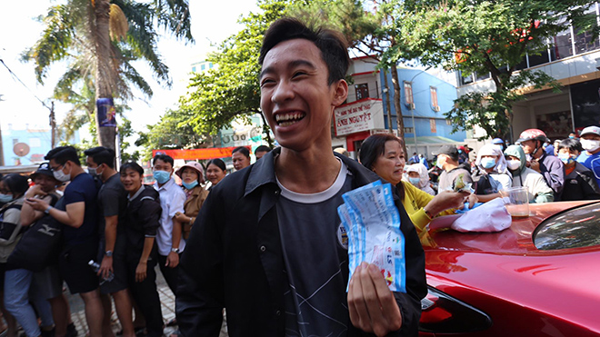 Cháy vé trận HAGL - Hà Nội (VTV6, BĐTV trực tiếp bóng đá V League hôm nay)