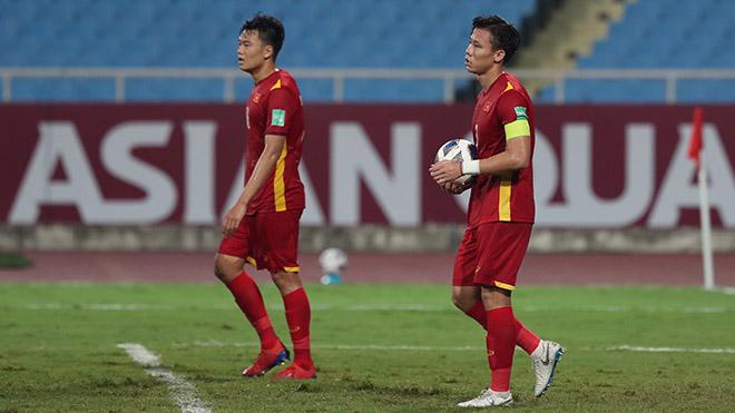 Hàng thủ Việt Nam lại báo tin buồn cho HLV Park Hang Seo