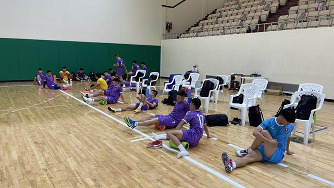 Tuyển Futsal Việt Nam làm quen sân thi đấu