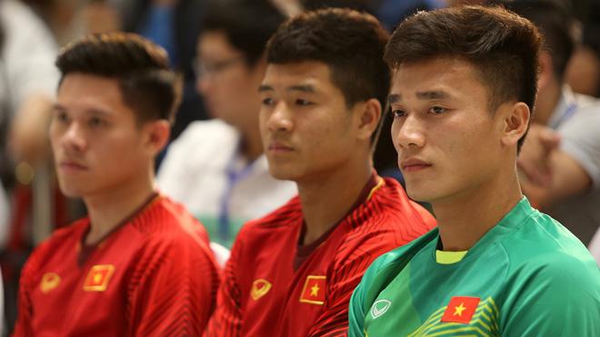 Thủ môn Bùi Tiến Dũng muốn giữ Cúp vàng AFF Suzuki Cup ở lại Việt Nam