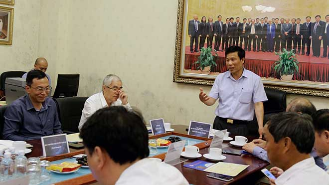 Bộ trưởng Bộ VH, TT&DL làm việc với VFF và HLV trưởng các ĐTQG