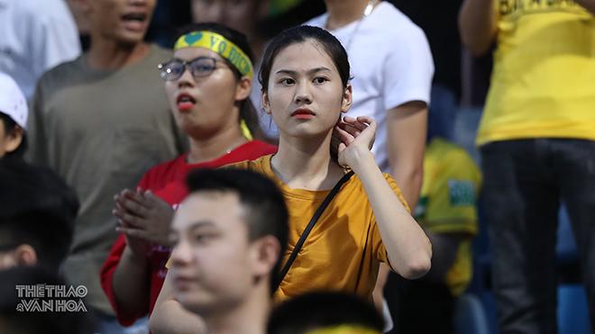 Bạn gái Văn Hậu, Quang Hải 'so tài' với bạn gái con trai bầu Hiển và hot girl xứ Nghệ