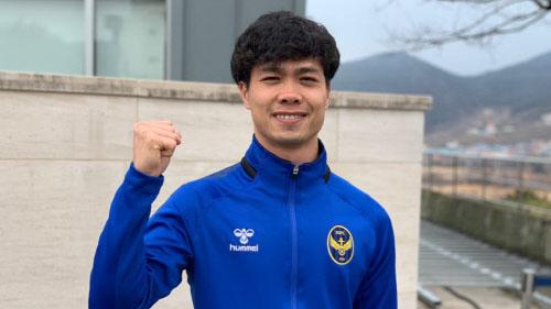 Công Phượng hào hứng giao lưu với fan Hàn Quốc