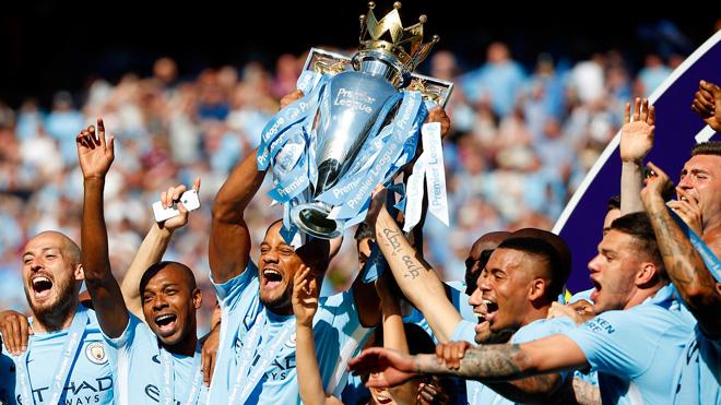 Man City đưa Cúp vô địch đến Hà Nội