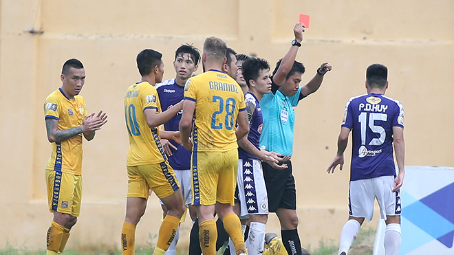 HLV Nguyễn Thành Vinh: 'Hà Nội FC thảm bại vì chủ quan, coi thường Thanh Hóa'