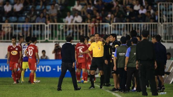 'Khủng hoảng trọng tài' vì trận Hà Nội FC – HAGL