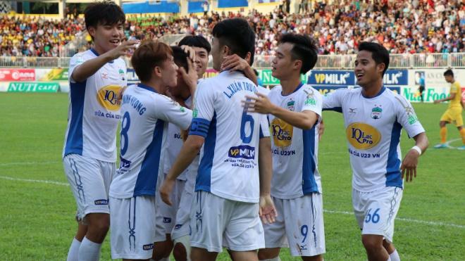 HAGL 1-0 SLNA: Đội thắng đội thua đều than phiền